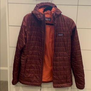 Light weight hooded jacket